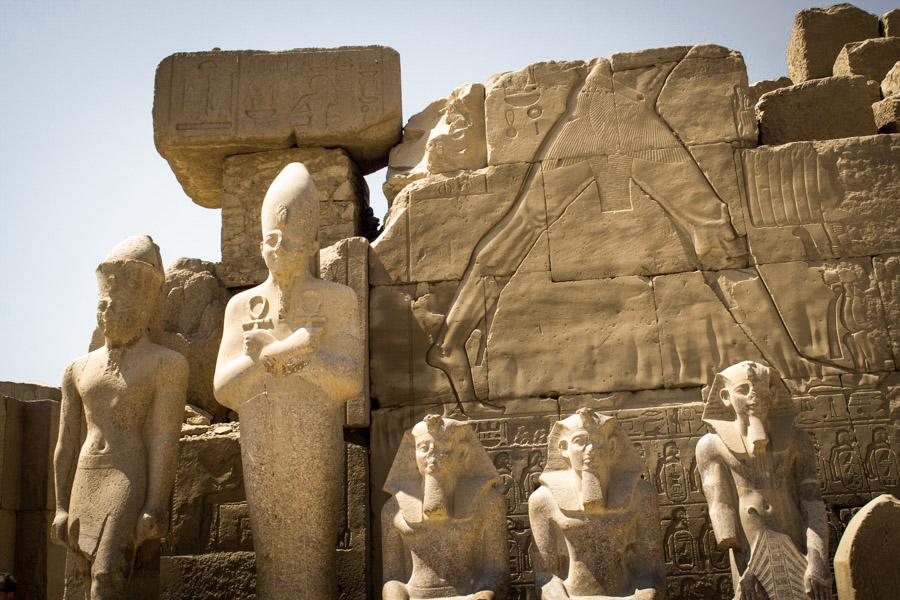 скульптуры фараонов