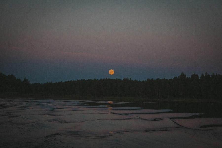 луна на озере селигер