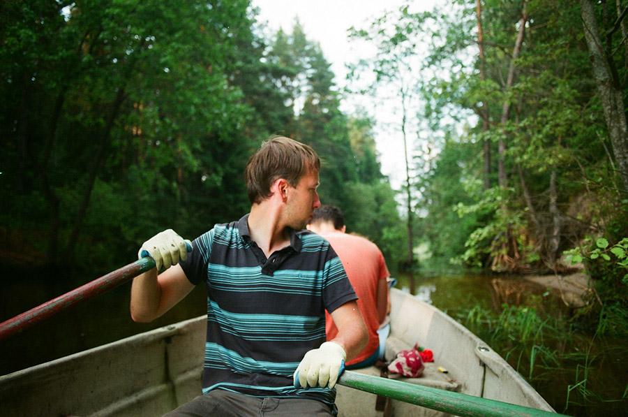 мужчина в лодке