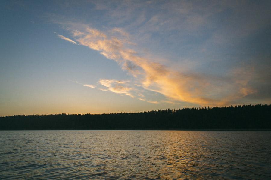 озеро селигер на закате