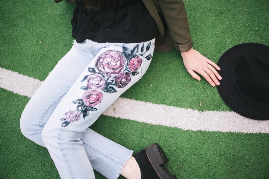 как и чем расписать джинсы