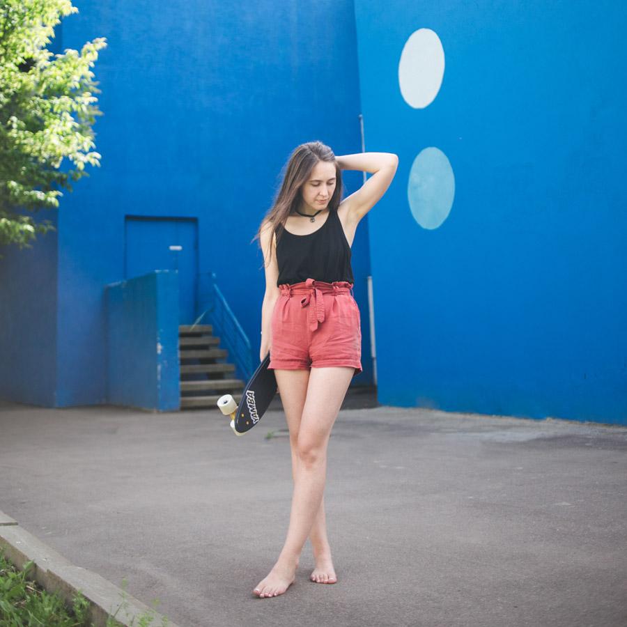 девушка со скейтом